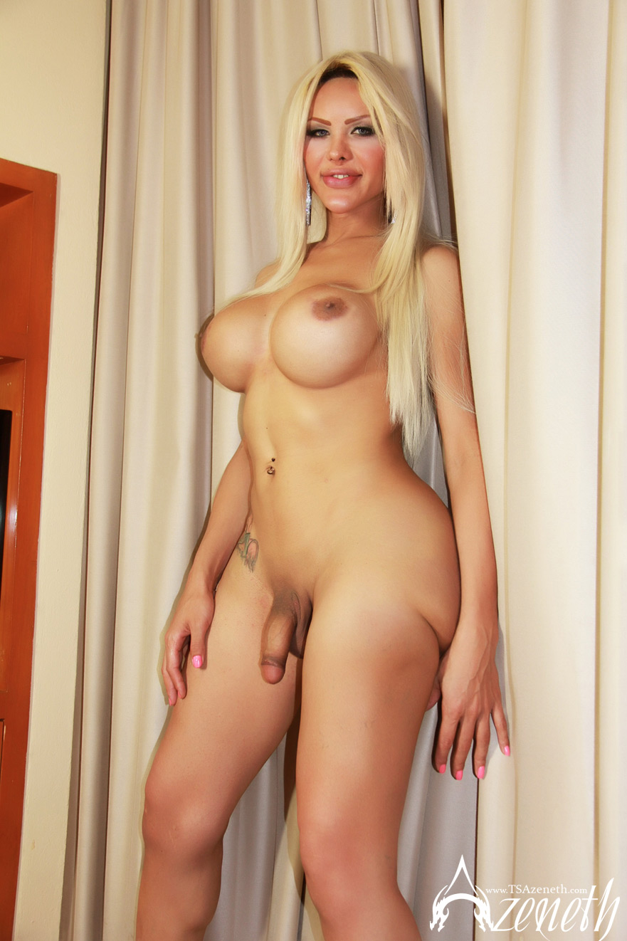 image Big boobs blonde babe fingering her tight pussy on cam